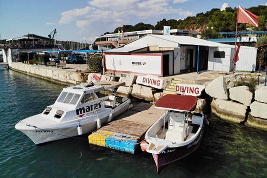 Bootsanleger der Tauchbasis
